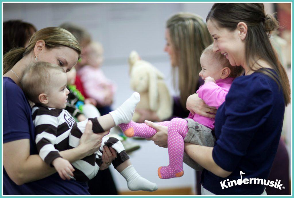 Kindermusik_92 - babies making friends
