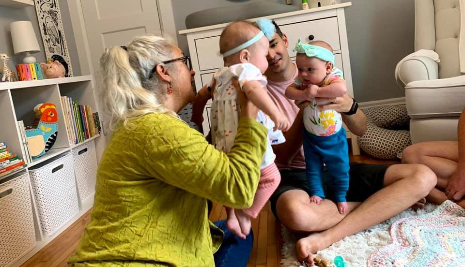 How do babies bond?
